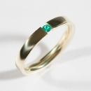 Verlobungsring aus Gelbgold mit Fair Trade Smaragd