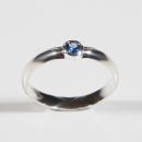Verlobungsring in Silber mit Saphir