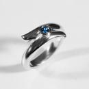 Verlobungsring aus Weissgold mit Fair Trade Saphire