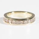 Verlobungsring aus Gelbgold mit champagnerfarbenen Carré Diamanten
