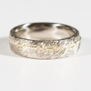 Verlobungsring in Weissgold und Gelbgold mit gelben Diamanten
