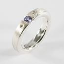 Verlobungsring aus Silber gefasst mit Diamanten und Tansanit mit Herkunftsnachweis